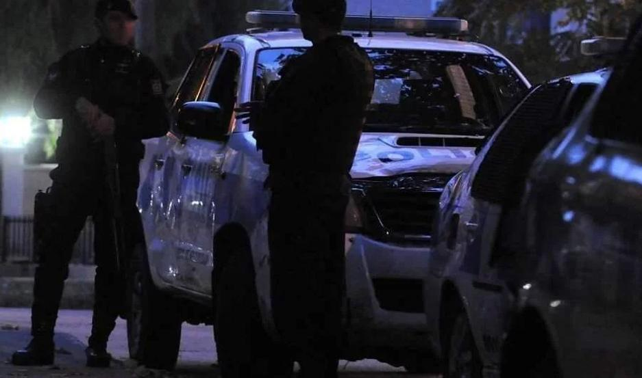 Personal policial investiga las circunstancias en las que se produjo la muerte del joven.