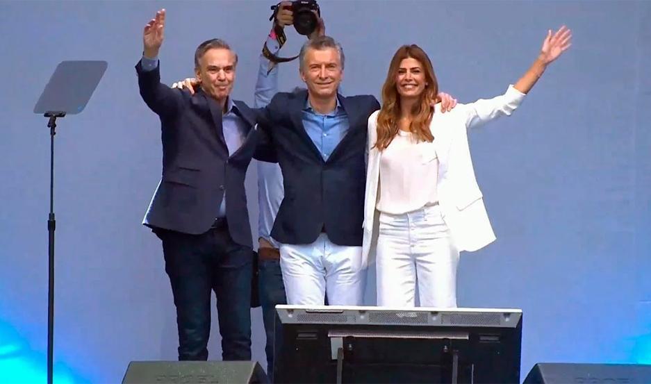 Mauricio Macri estuvo acompañado de su compañero de fórmula, Miguel Ángel Pichetto y su esposa Juliana Awada.