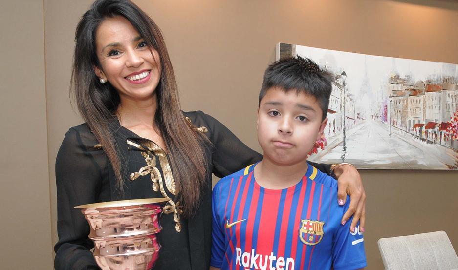 María Elena con su hijo Francisco.