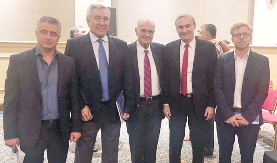 PARTICIPANTES. Los miembros de la comisión directiva de la Aclise, durante el congreso realizado en la ciudad de Córdoba.