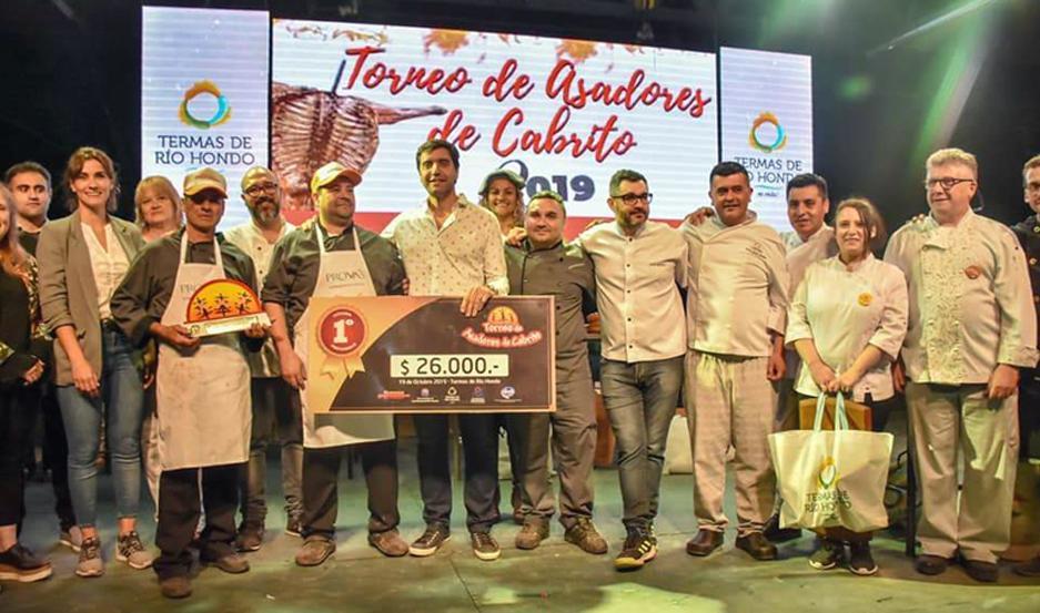 UN LUJO. El jurado estuvo presidido por el distinguido chef, Juan Braceli; Manuel Ausejo, chef de Fehgra; Marisa Fierro, campeona argentina de Asadoras, entre otros destacados cocineros.