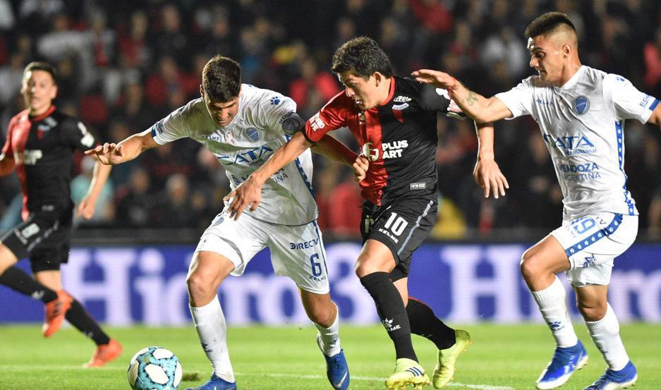 """El """"Pulga"""" Rodríguez dio dos asistencias y fue la gran figura de la cancha. Colón volvió al triunfo, tras la derrota en el clásico."""