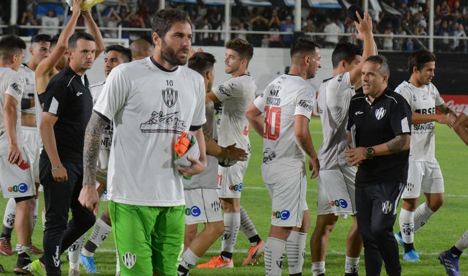 BARAJAR Y DAR DE NUEVO. Central Córdoba deberá olvidarse rápido de la derrota ante Estudiantes.