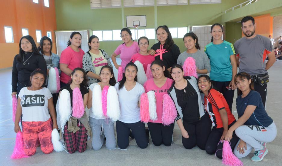 GRUPO. Alumnas y profesores que participarán el próximo 10 de noviembre de uno de los eventos de mayor convocatoria en la provincia.
