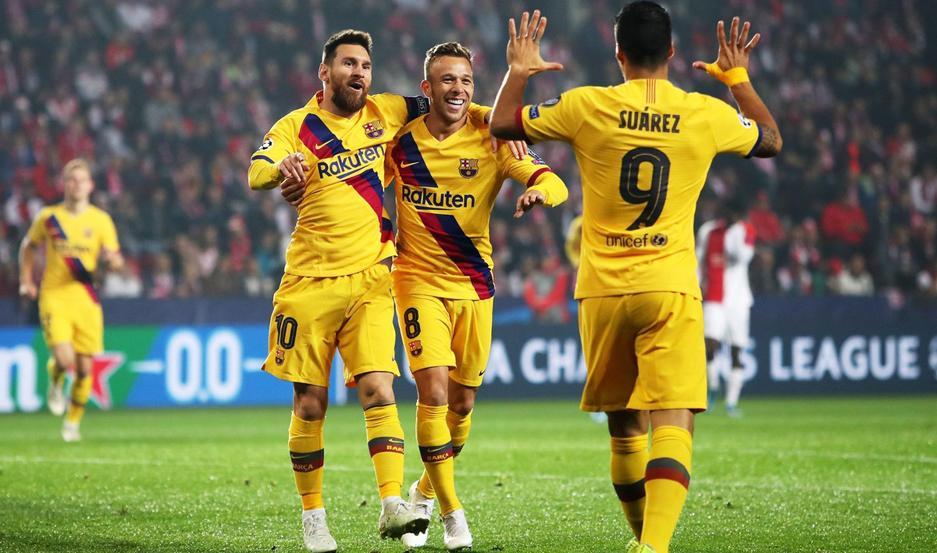 Messi marcó el primero y Suárez participó del segundo para un Barcelona que se consolida en la punta del grupo F.