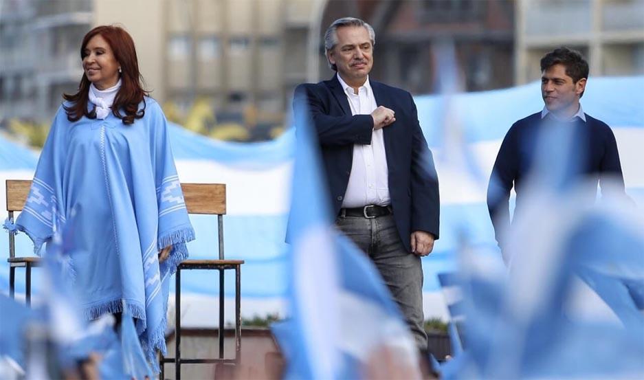Alberto Fernández junto a Cristina Fernández y Axel Kicillof.