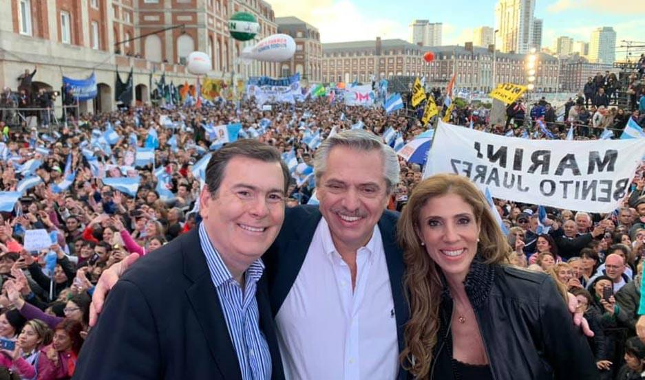 El candidato Alberto Fernández, junto al gobernador Gerardo Zamora y la diputada nacional Claudia de Zamora. Fotos Facebook: Gerardo Zamora.