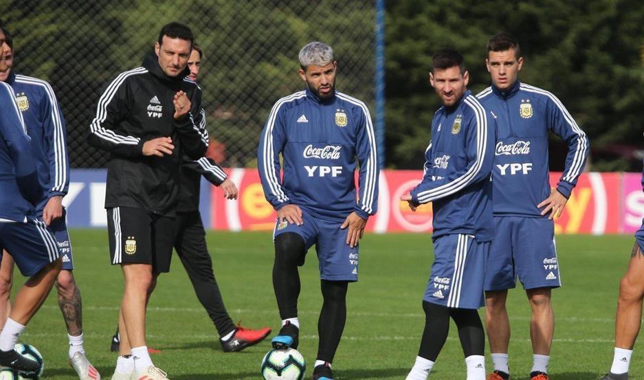 """REGRESOS. El """"Kun"""" Agüero y Lionel Messi volverán al seleccionado argentino ante Brasil y Uruguay."""