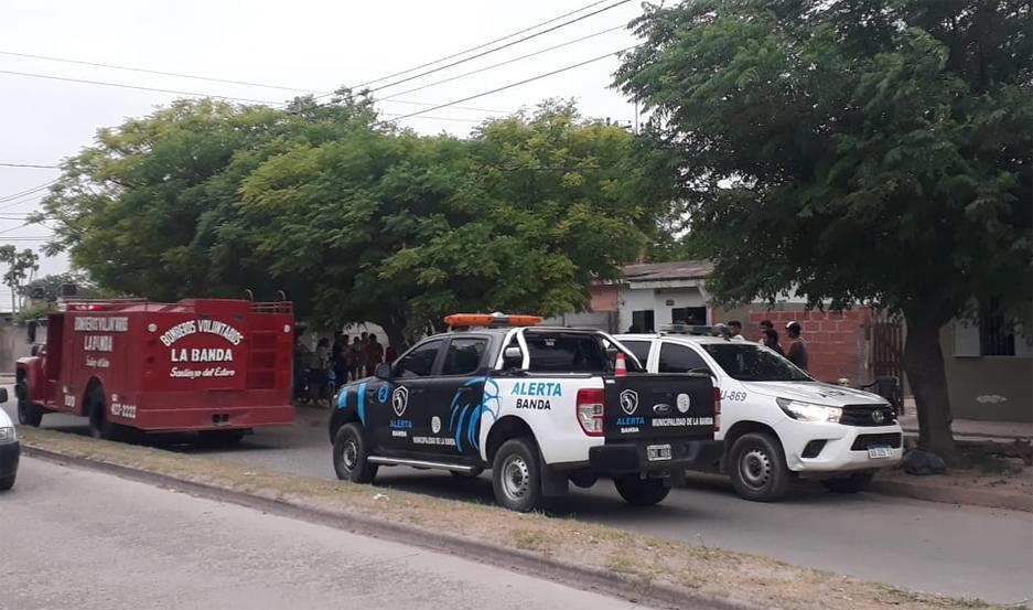 Tanto Bomberos como personal policial y de Alerta Banda, llegó rápidamente al lugar para evitar la tragedia.