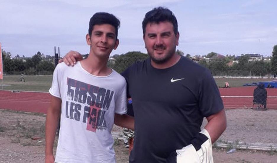 FUTURO. Emanuel junto a Germán Lauro, lanzador olímpico argentino.