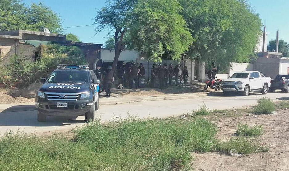 Se concretaron tres allanamientos en forma simultánea en el popular barrio bandeño.