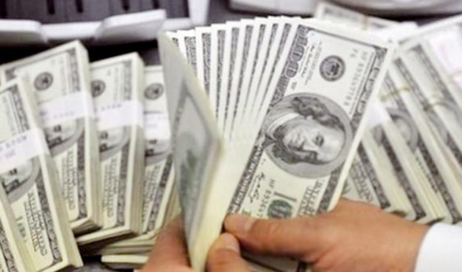 El dólar paralelo o blue se mantenía en el orden de los $64.
