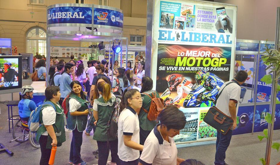 Cientos de personas ya visitaron el stand de EL LIBERAL en esta edición de la Feria del Libro.