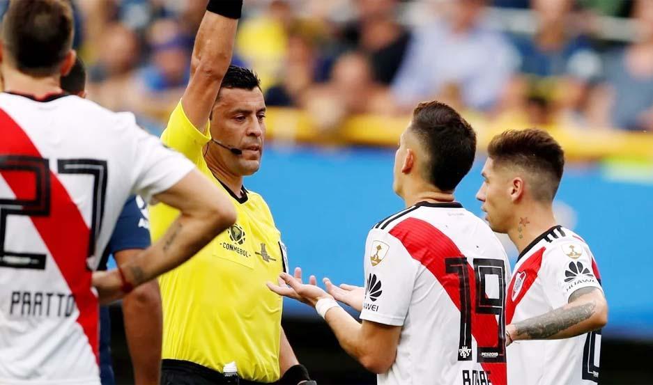 El árbitro chileno supo dirigir el año pasado el encuentro entre River y Boca por la Copa Libertadores.
