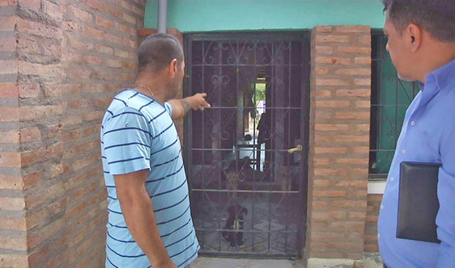 Las viviendas registraron importantes destrozos producto del ataque con elementos contundentes.