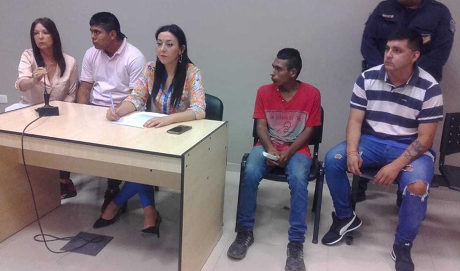 Los tres amigos escucharon la sentencia ayer al mediodía. Fue abordada por la Fiscalía y la Defensa.
