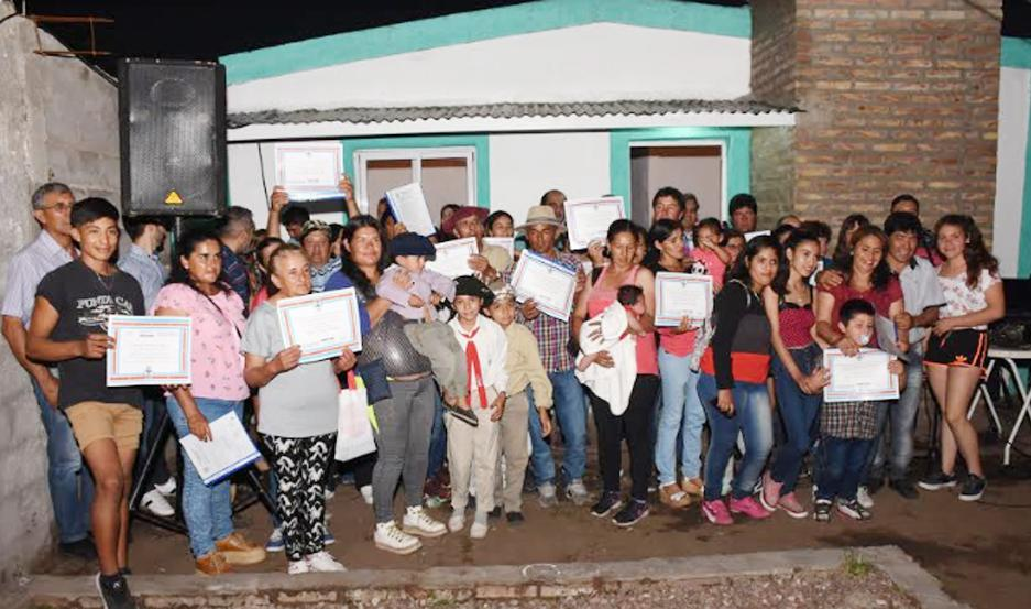 El acto de entrega de las viviendas sociales se desarrolló en el barrio El Tala de la ciudad de Villa Ojo de Agua.