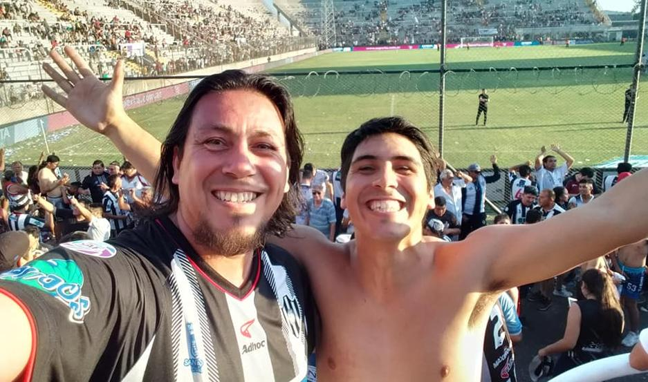 Claudio Acosta y su hijo Gabriel, en La Rioja. Foto Facebook.