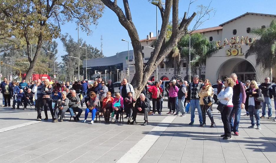A pesar del calor, una gran cantidad de turistas disfruta de las bondades de Las Termas.