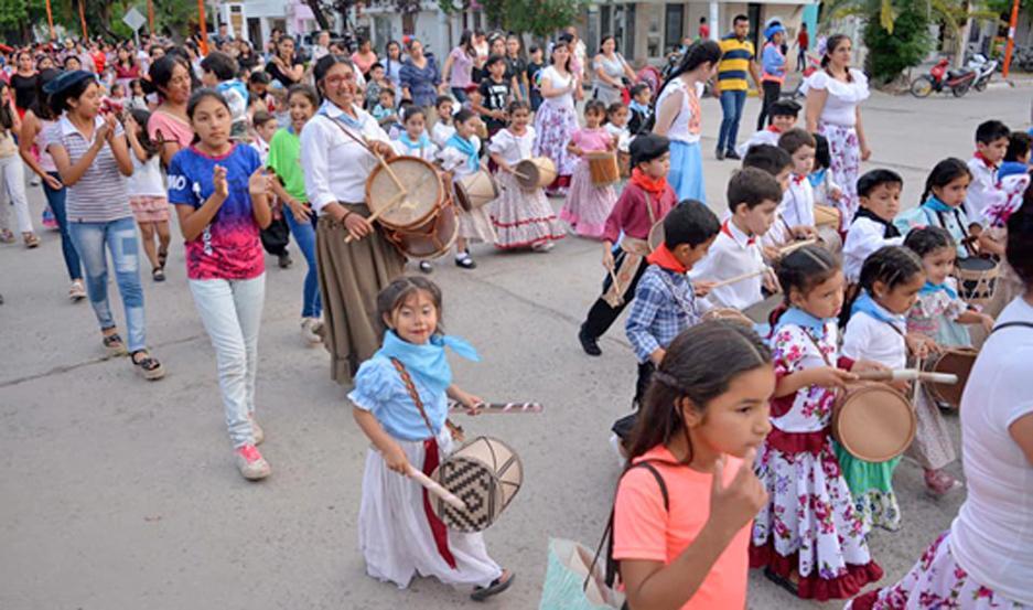 La Marcha de los Bombitos tuvo una gran aceptación en la comunidad educativa del Nivel Inicial de la ciudad de Fernández.