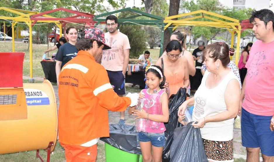 Quienes visitaron ayer la Feria de Emprendedores, se sumaron a la campaña iniciada por la comuna.