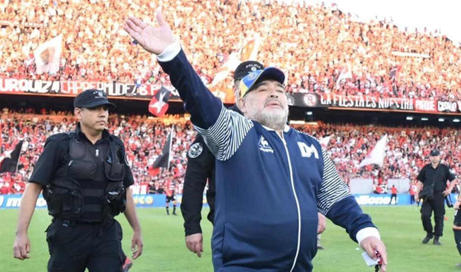 Las autoridades del Lobo anunciaron el retiro de Diego Armando Maradona.