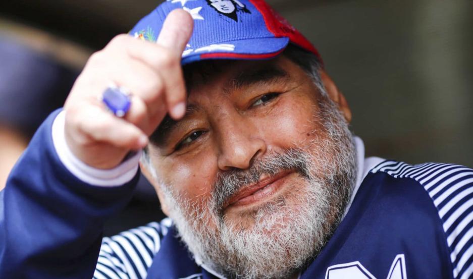 Finalmente los dirigentes llegaron a un acuerdo y Marardona seguirá siendo el entrenador del Lobo.