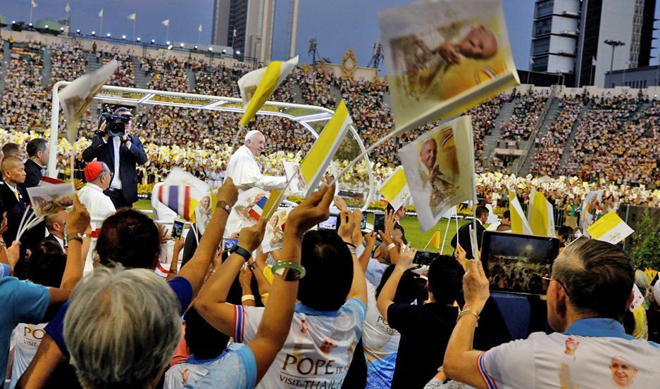 POSICIÓN. Ante miles de personas en Tailandia, el Papa manifestó su postura contra el turismo sexual.