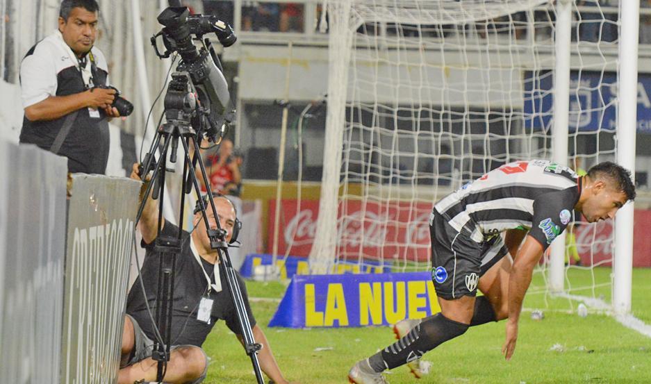ASISTENCIA PERFECTA. El cordobés Jonathan Bay fue titular en los trece partidos de Central en Superliga.