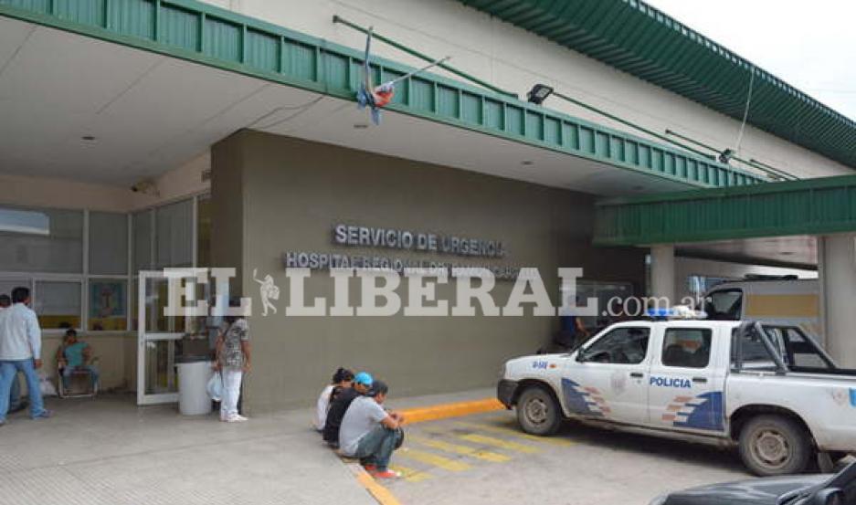 El joven permanece internado, en la sala de terapia intensiva del Hospital Regional.