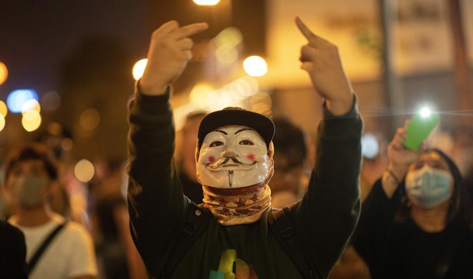 Los comicios de Hong Kong debilitaron más al gobierno.