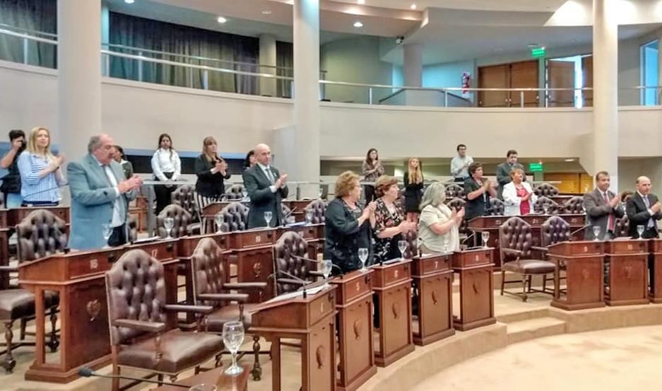 DISTINCIÓN. Diferentes legisladores elogiaron la labor de Neder en el Legislativo y lo despidieron con aplausos.