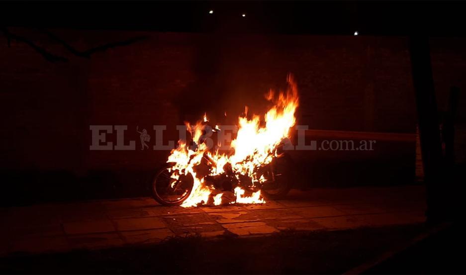 Incendió su moto en estado de ebriedad.