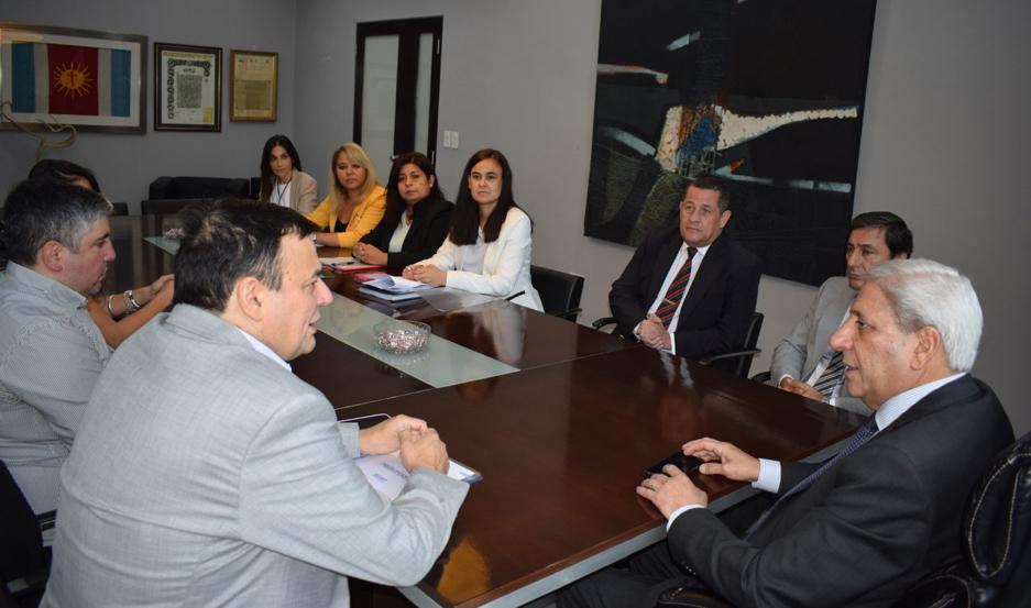 ENCUENTRO. El ministro de Economía, Atilio Chara, que concurrió acompañado por su equipo, fue recibido por el vicegobernador Neder.