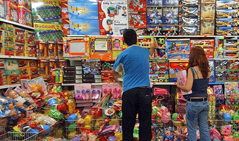 EXPECTATIVA. Los jugueteros esperan que el bono de estatales y el aguinaldo ayuden a reimpulsar las ventas.