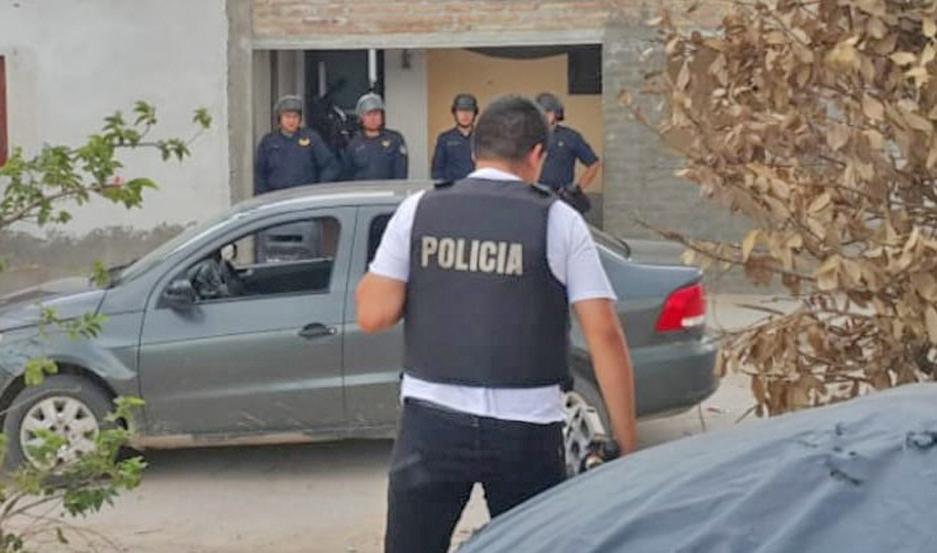 OPERATIVOS. La policía allanó la casa de los imputados el día del crimen.