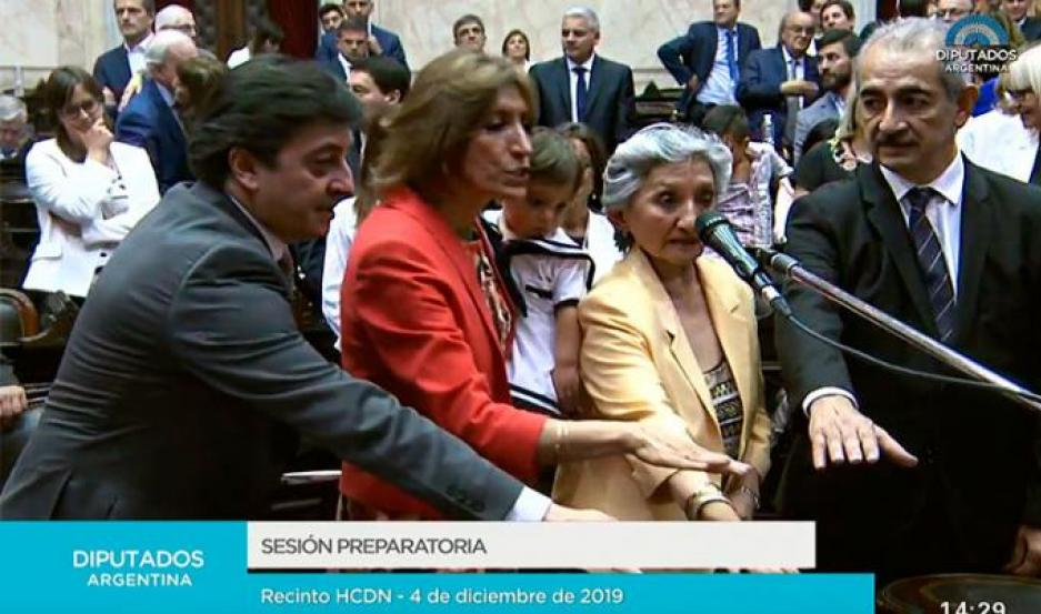 Los cuatro flamantes legisladores por Santiago del Estero, al jurar en la Cámara de Diputados de la Nación.