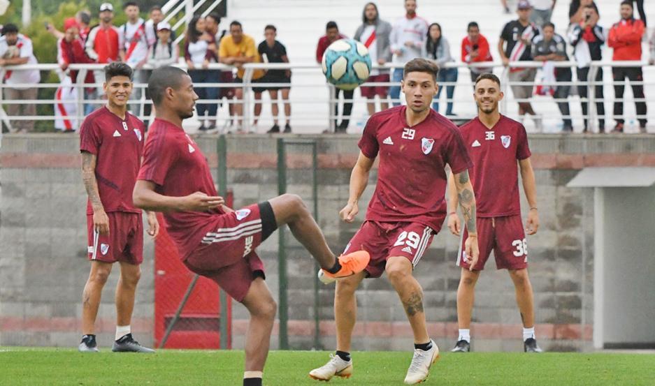 REGRESO. El uruguayo Nicolás De la Cruz se entrenó sin problemas y tendría un lugar en el mediocampo de River ante San Lorenzo.