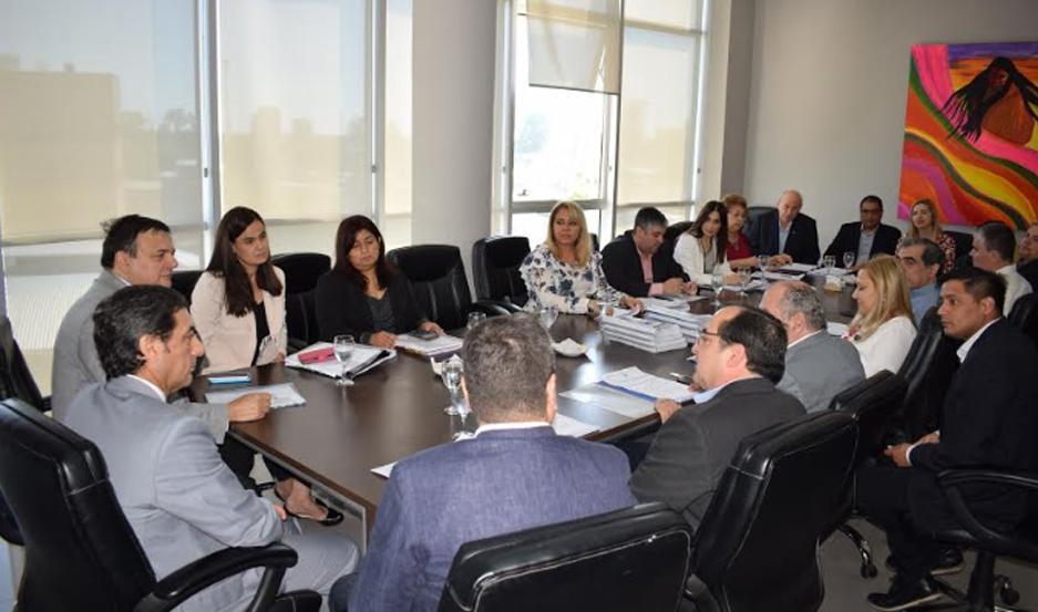 El ministro de Economía de la Provincia, y su equipo, se hicieron presentes en la Cámara de Diputados.