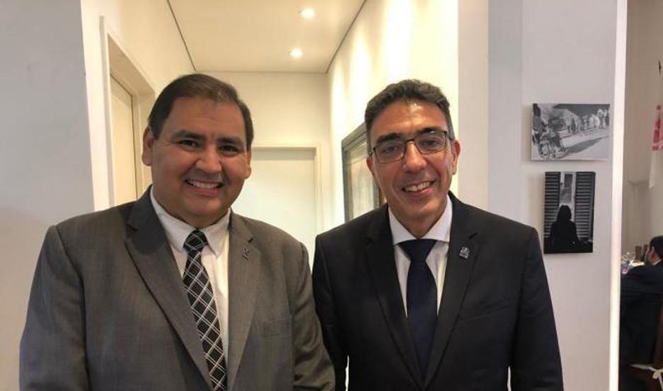 El Dr. Darío Alarcón junto al Dr. Ariel Ariza, presidente de la FAM.