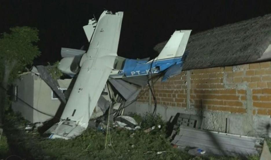 La aeronave se estrelló en una vivienda en construcción y asustó a los vecinos del lugar.