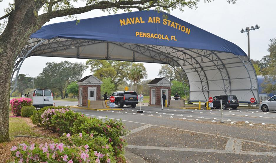 La base naval en Pensacola está cerrada hasta que avance la investigación sobre el tiroteo.