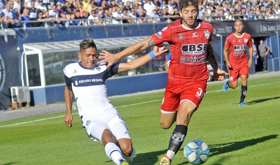 La defensa de Central Córdoba la pasó mal ayer en el segundo tiempo. Por eso, Gimnasia dio vuelta el partido y se quedó con tres puntos valiosos.