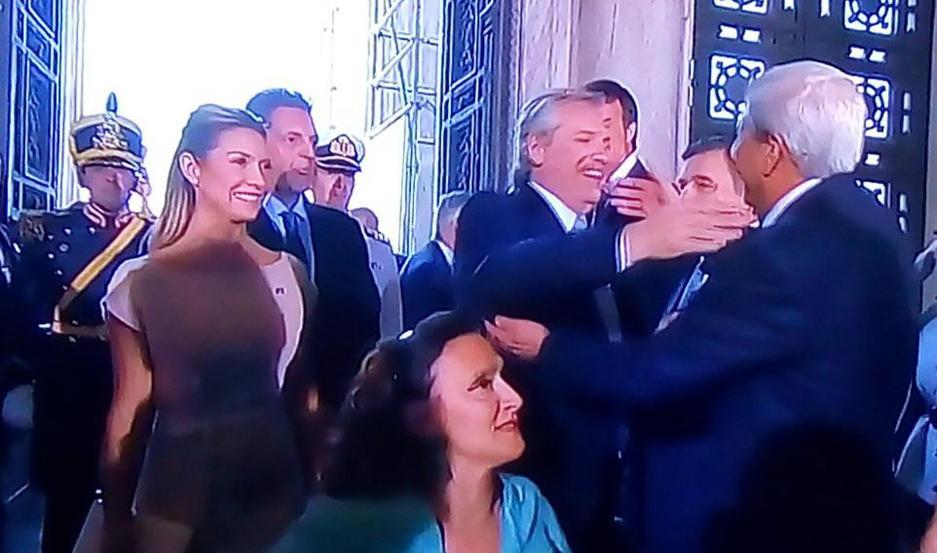 EFUSIVO. Fernández y Neder se estrecharon un fuerte abrazo durante el ingreso del Presidente al Congreso.