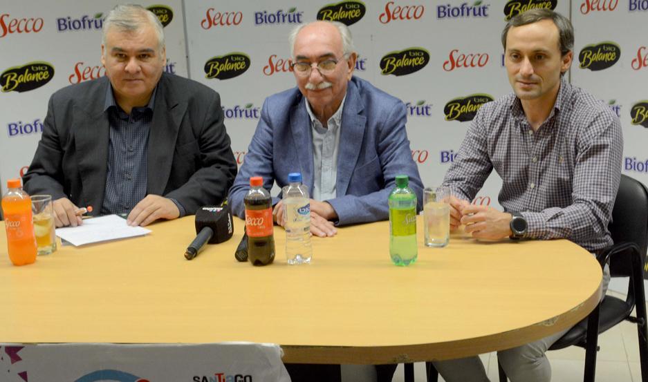 ANUNCIO. El secretario de Deportes, Carlos Dapello, participó de la conferencia junto a Ramón Ávila y el jefe de marketing de Produnoa, Gabriel Oliva.