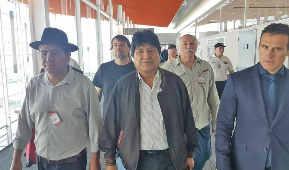 COORDINACIÓN. El expresidente boliviano Evo Morales se quedará en Argentina para estar más cerca de su país.