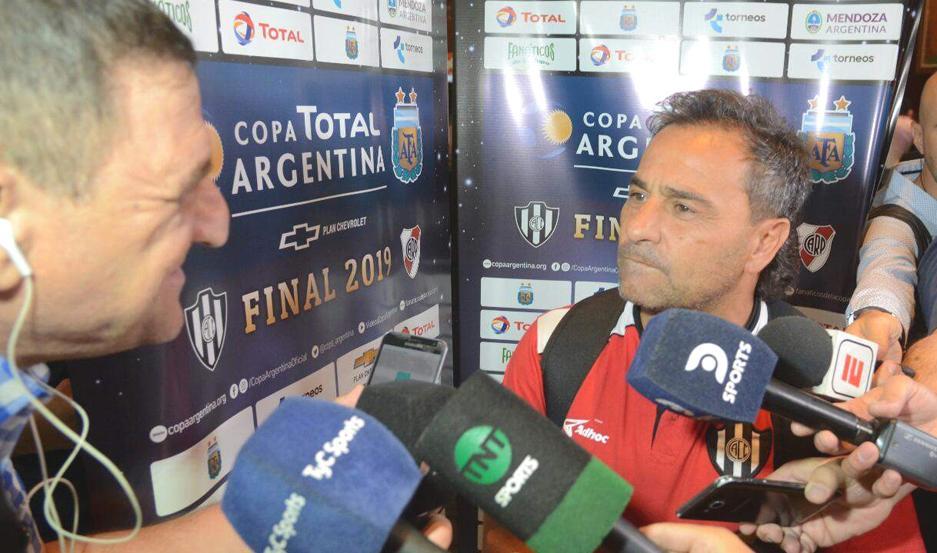 """VERSIÓN. El """"Sapito"""" confirmó que Melivilo no estaba en los planes para ser titular hoy ante River Plate."""