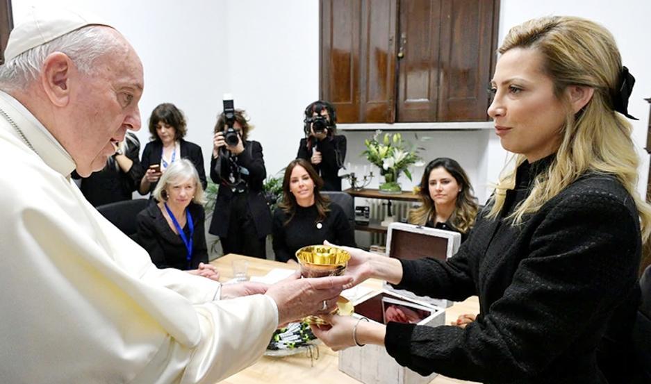 La pareja del presidente Alberto Fernández le regaló el cáliz que se utilizó en la Misa de la Unión en Luján.