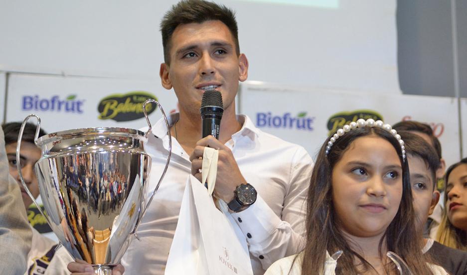 PROTAGONISTA. Cristian Vega, quien viene de ganar la Copa Canal 7, fue el mejor en la terna Fútbol Superliga.