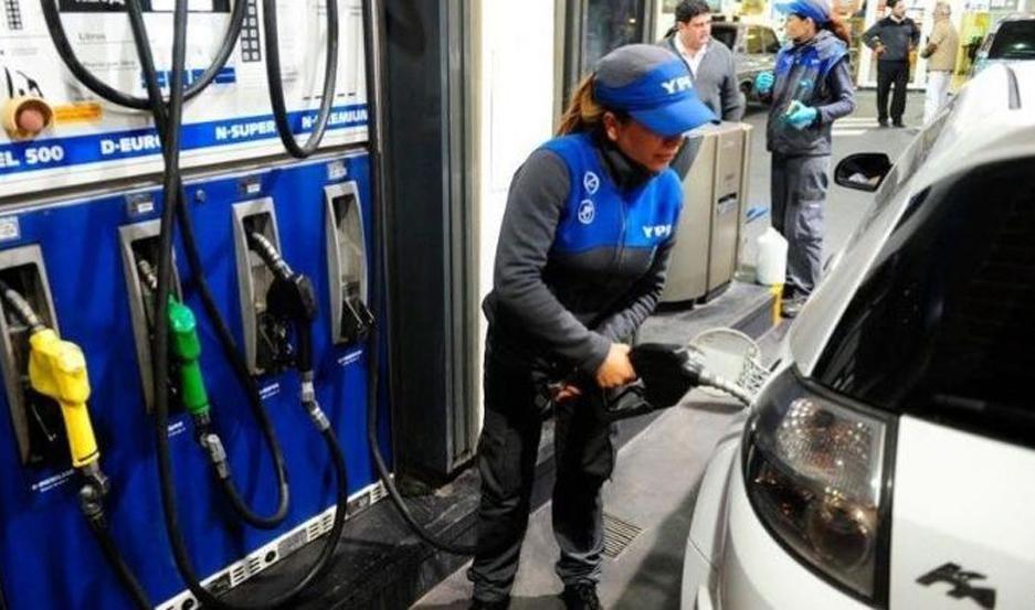 El aumento en los valores de los combustibles de YPF comenzará a regir desde las 0 de este lunes.